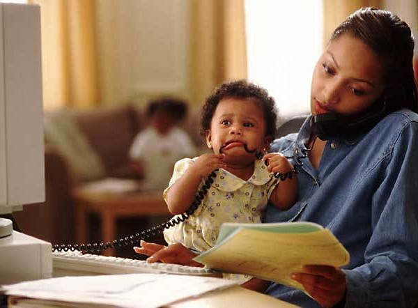 mom-and-child-at-computer