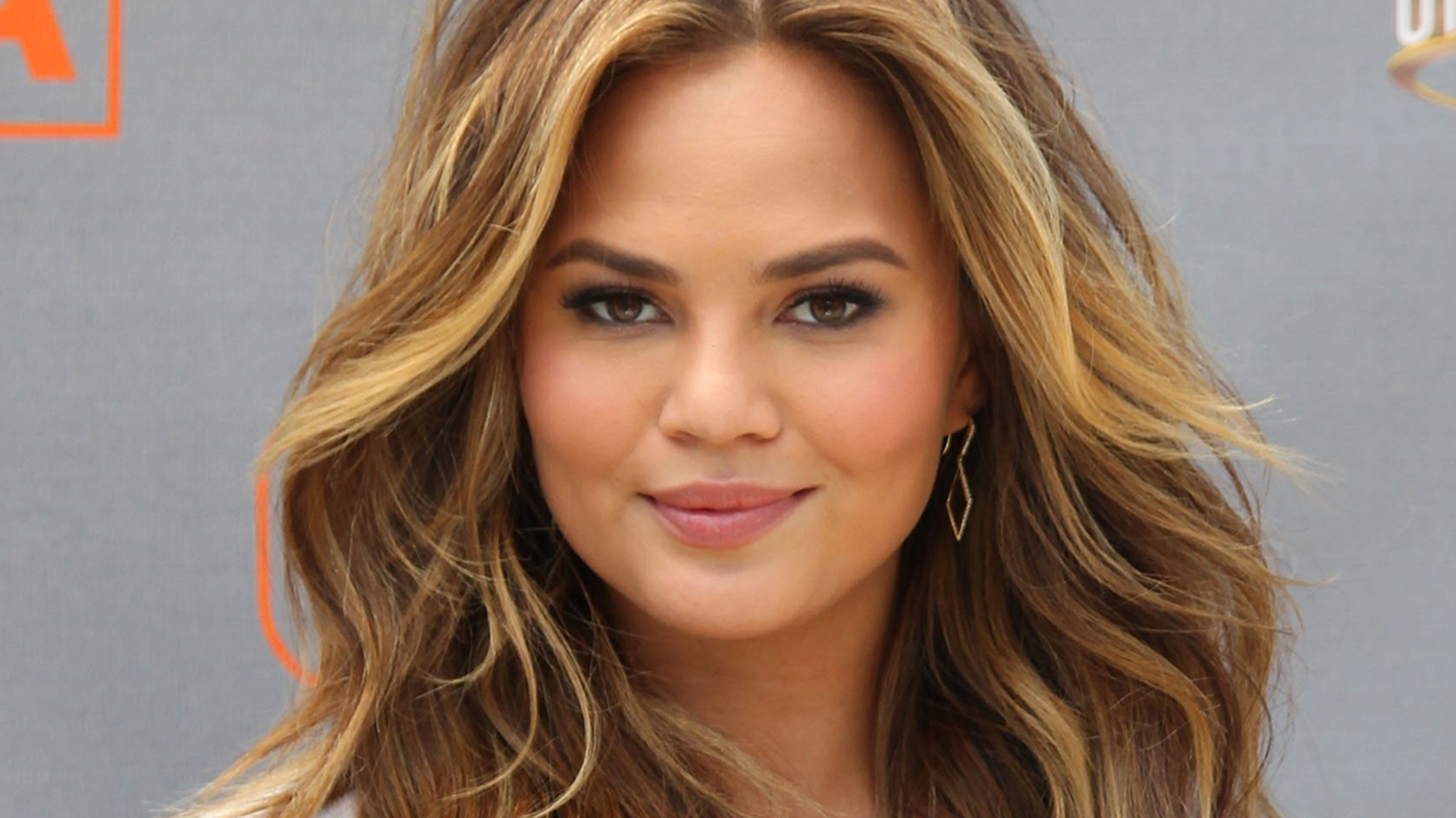 Supermodel, television personality, wife, and mother, Chrissy Teigen, has gained her influence and large fan base simply by being extremely relatable. She has over 5 million Twitter followers with whom she shares everything from her political views to personal anecdotes about motherhood and her marriage to renowned singer John Legend.